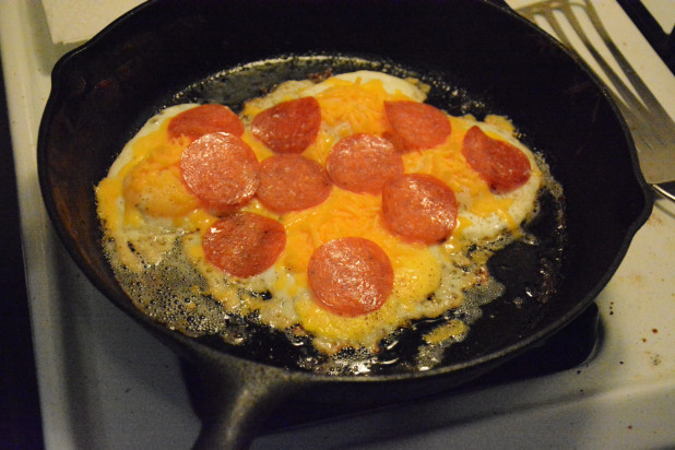 Apply pizza toppings to keto breakfast pizza