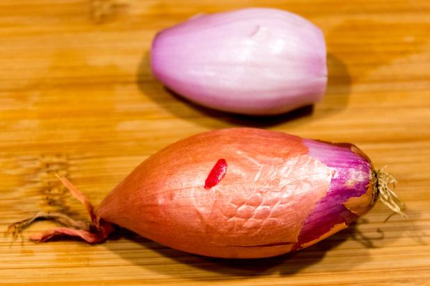 Peeled Shallots